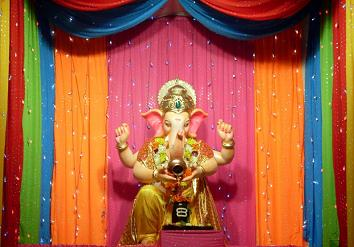 Ganpati Decoration Ideas Colorful Dupattas Chunri Ganpati Decoration