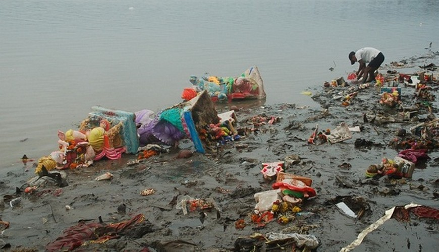 The Ugly Truth, The Day after Ganesh Visarjan